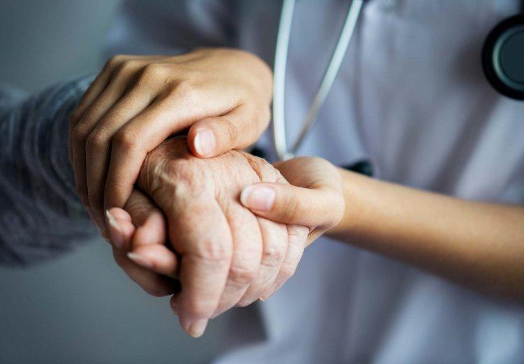 Ausländischer Pfleger in der Neurologie